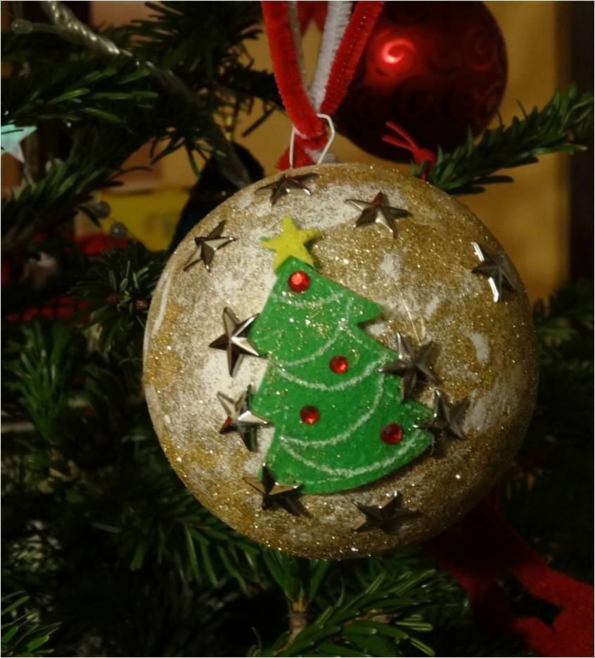Une boule de no l en polystyr ne d corer tiniloo - Decoration boule de noel en polystyrene ...